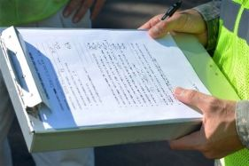 picture of worker and checklist or contract